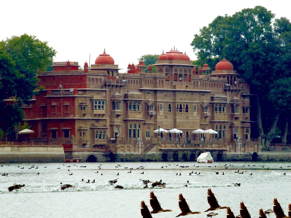 Gajner Palace exterior lake