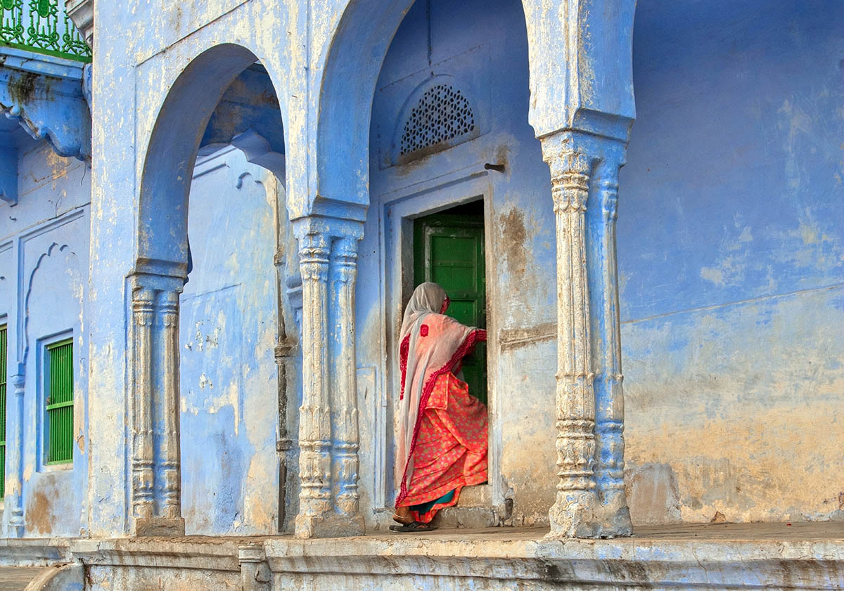 Homestay India and Kerala Connection -Woman entering house